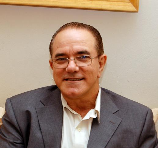 DR. ESTÉBAN GONZÁLEZ